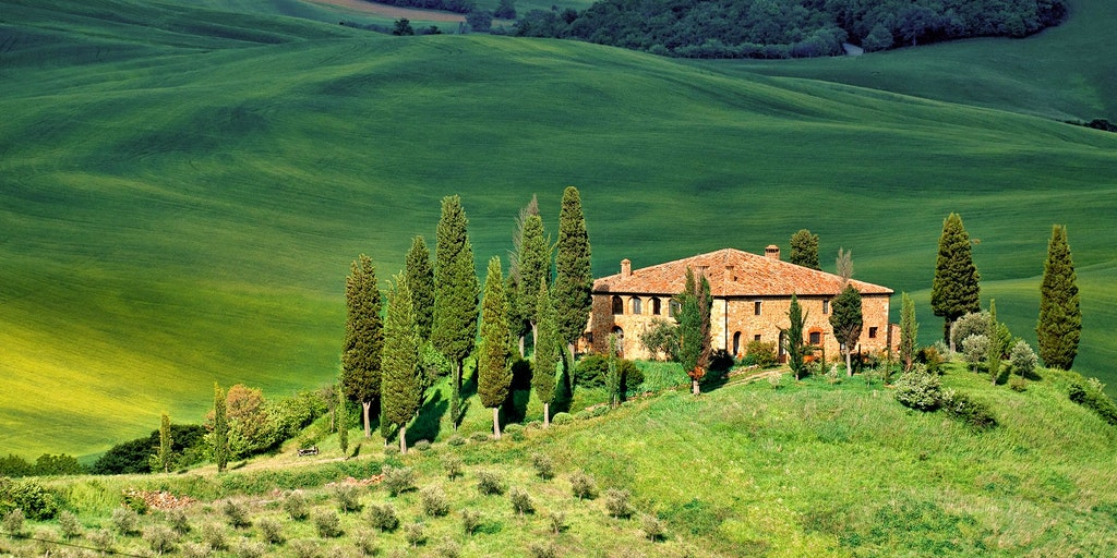 Det velkendte, bakkede og grønne toscanske landskab