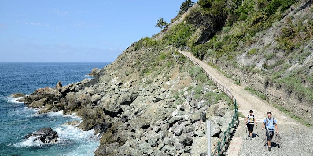 Vandreture langs havet er en populær del af en aktiv ferie i Italien.