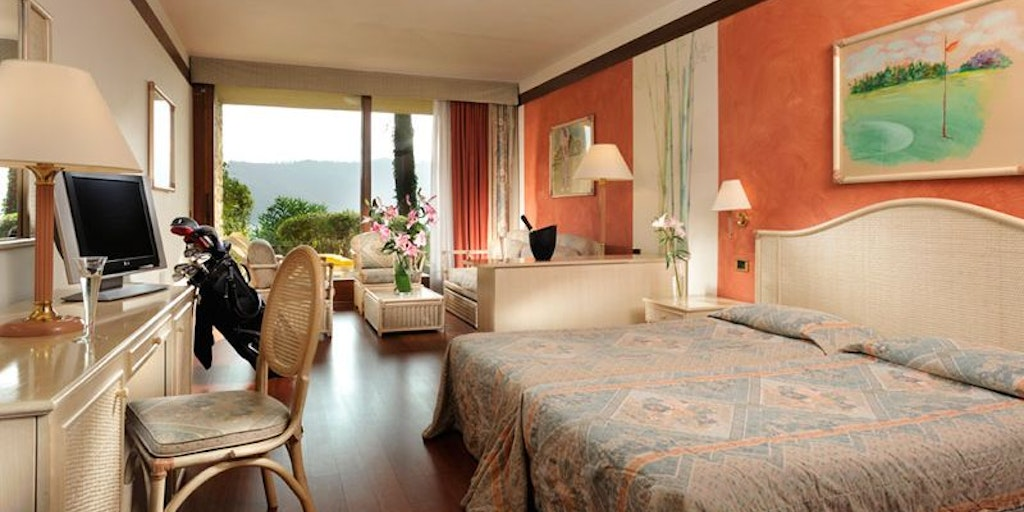 Example of a Junior Suite with balcony and lake vew