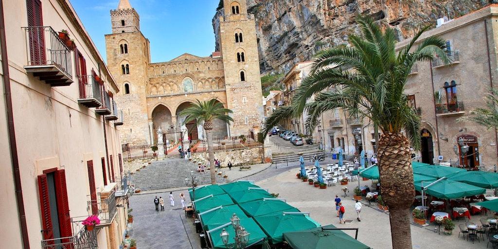La cathédrale et son acueillante place