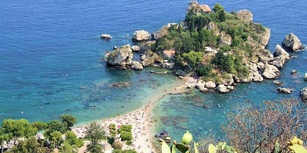 The small island of Isola Bella