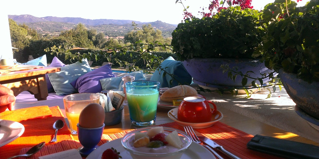 <p>Breakfast with views</p>