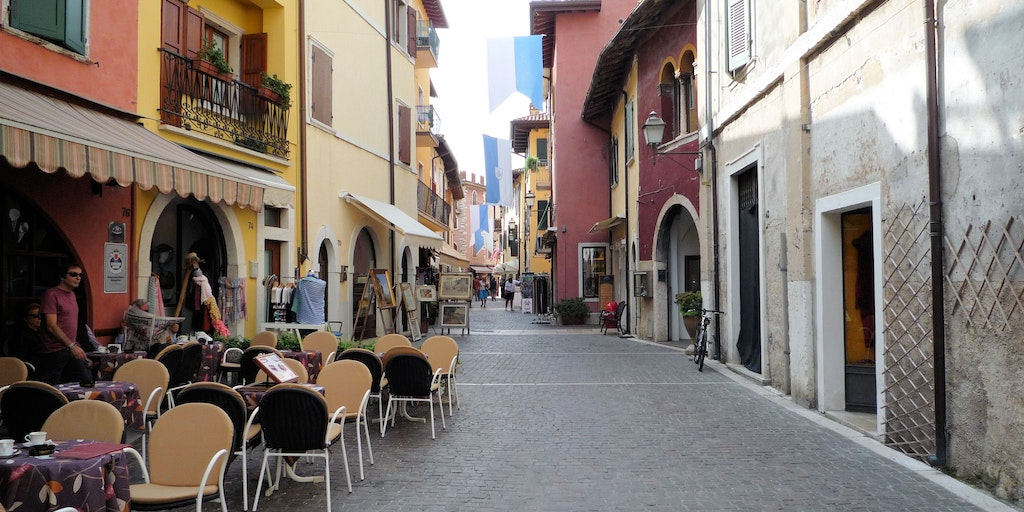 The pedestrian zone of Torri del Benaco